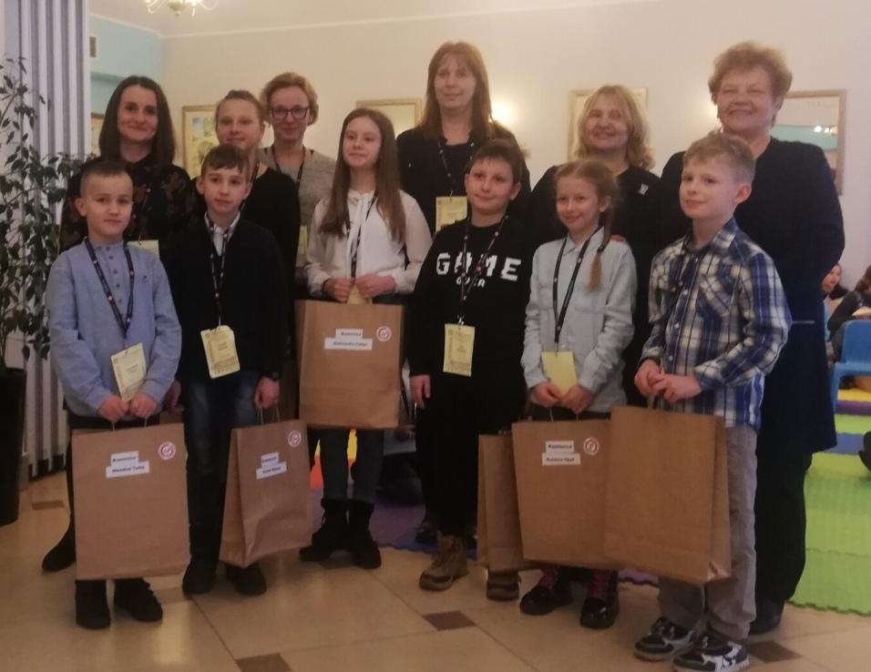 Uczniowie z powiatu limanowskiego wyróżnieni w ramach małopolskiej kampanii społecznej NO PROMIL – NO PROBLEM- laureaci wraz z opiekunami