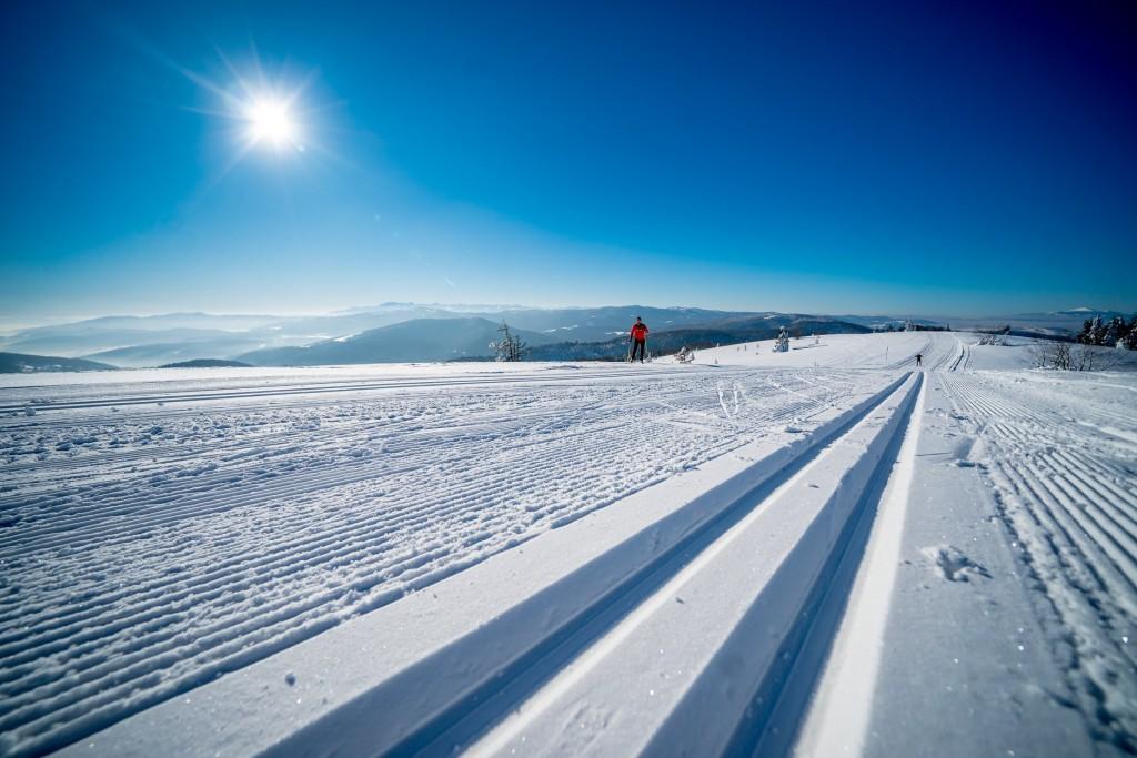 Trasy Mogielica, Pływalnia Limanowska - widok zimą