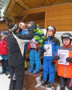 Powiatowe Igrzyska Dzieci w Narciarstwie Alpejskim - ceremonia wreczenia medali
