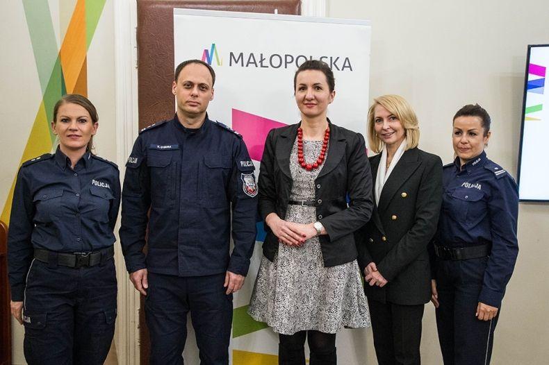 """Konkurs pn. """"Bezpieczny Senior – Oszustom Dziękuję!"""" w województwie małopolskim"""