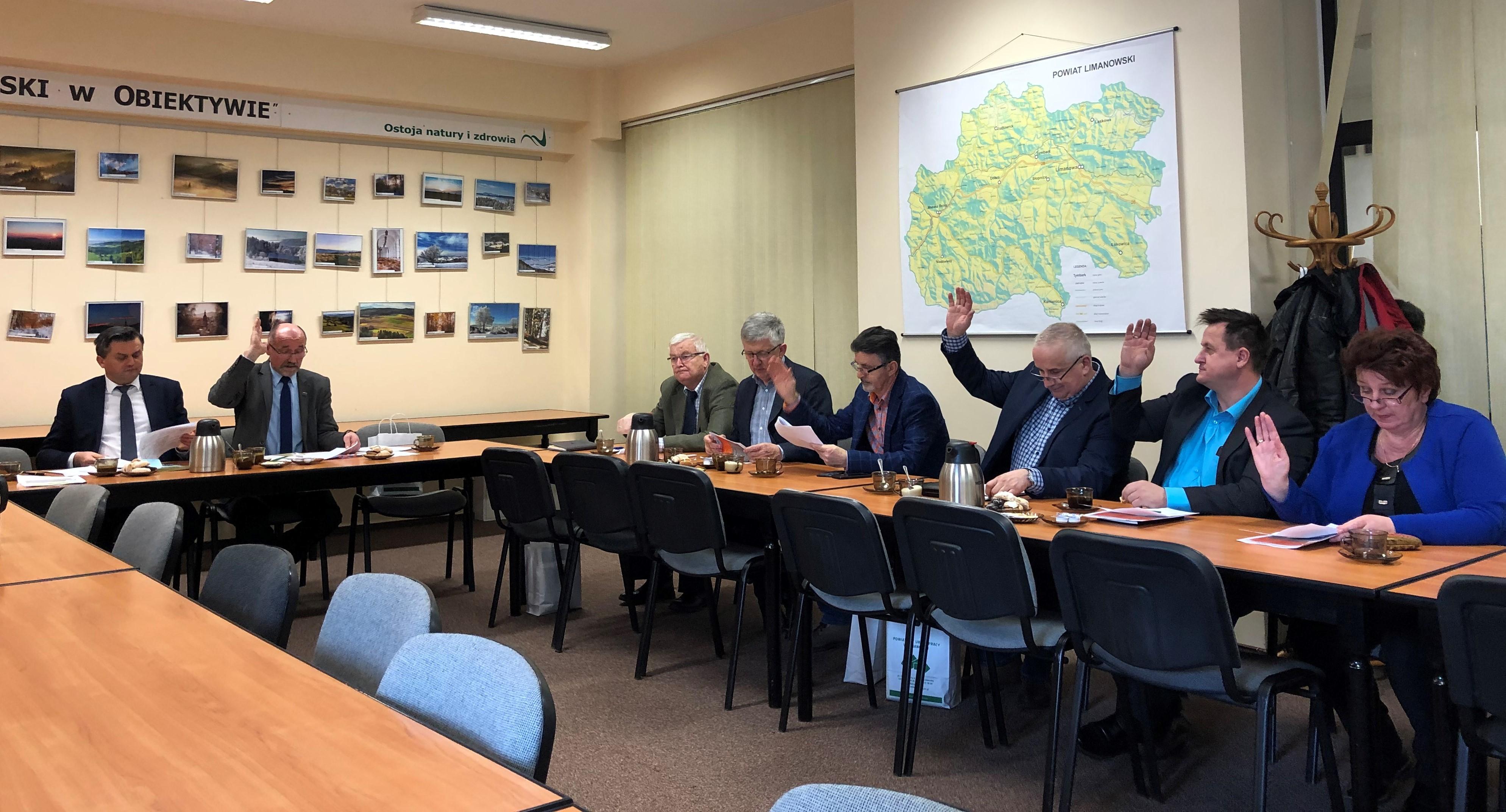 Posiedzenie Powiatowej Rady Rynku Pracy - w trakcie głosowania