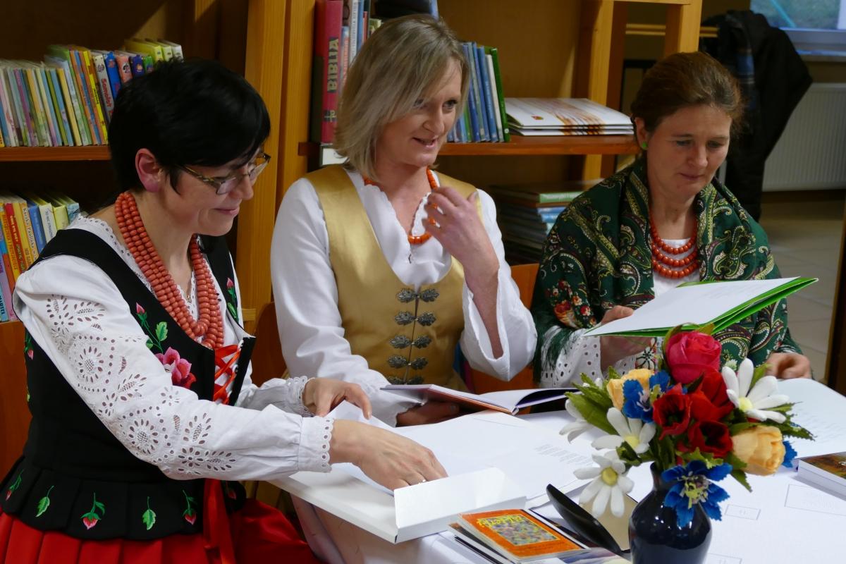 Międzynarodowy Dzień Języka Ojczystego w bibliotece na Starej Wsi