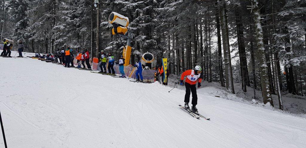 Mistrzostwa Powiatu w Narciarstwie Alpejskim 2020 - zawodnik podczas zjazdu