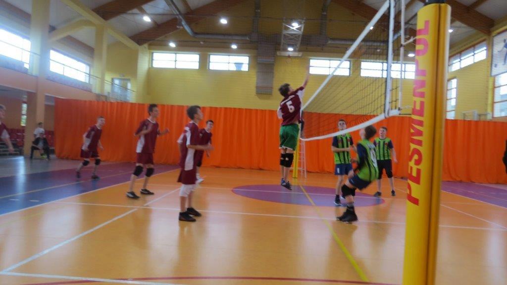 Turniej w Siatkówce Chłopców - zawodnicy na boisku