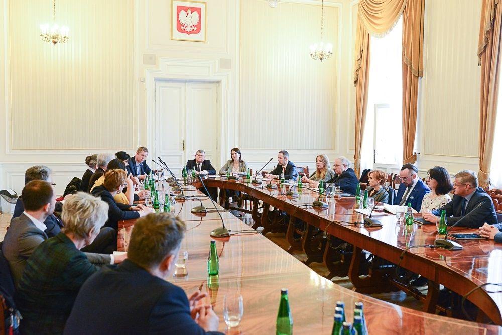Spotkanie z dyrektorami malopolskich szpitali w siedzibie UMWP ws. epidemii 11.03.2020