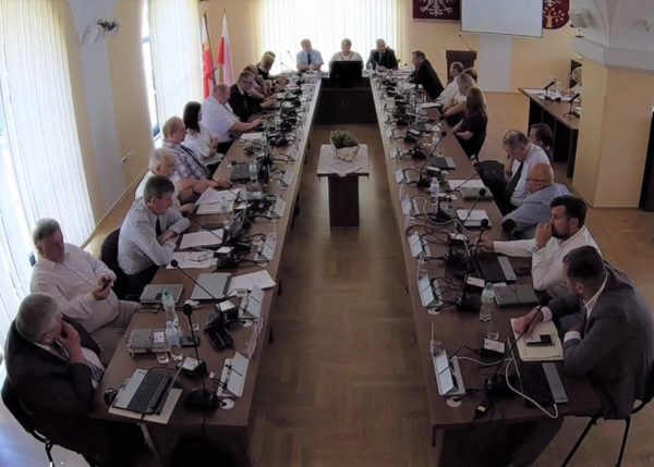 Rani powiatu limanowskiego podczas obrad sesji