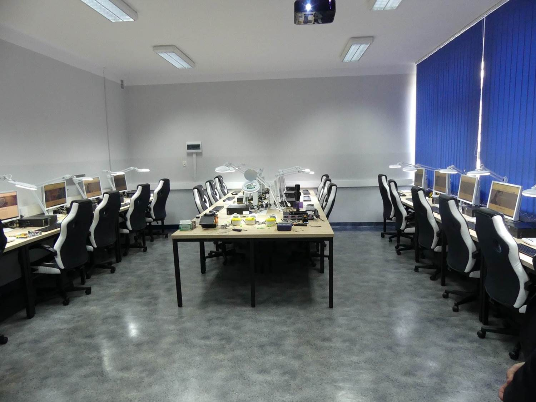 sala nowej pracowni informatycznej w ZSTiO Limanowa 5