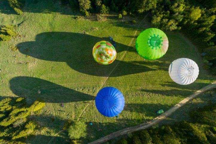 Otwarcie letniego sezonu turystycznego 16.05.2020 - lot blonów nad Gorcami, widok z góry 2