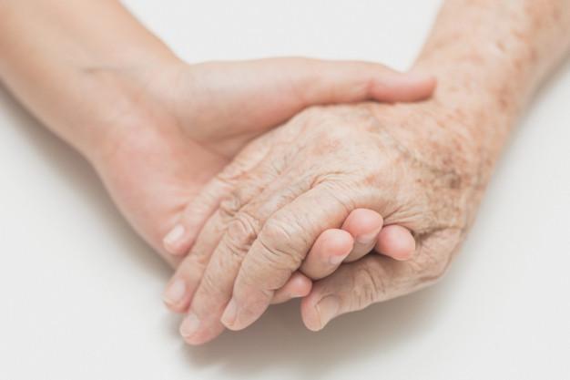 Zdjęcie przedstawiajace dłonie