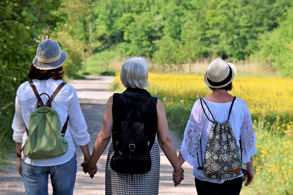 Trzy turystki na szlaku