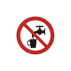 zakaz spozywania wody - znak przedstawiający czerwony rzekreślony przez śdorek okrąg. W śroku koła zajduje się czarany kran z kubkim