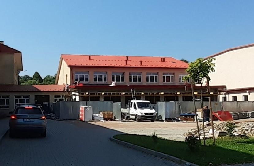 budowa pracowni budowlanej przy Zespole Szkół nr 1 w Limanowej. Widok na remontowaną część.