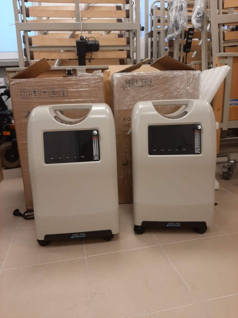 Dwa koncentratory tlenu w wypożyczalni.