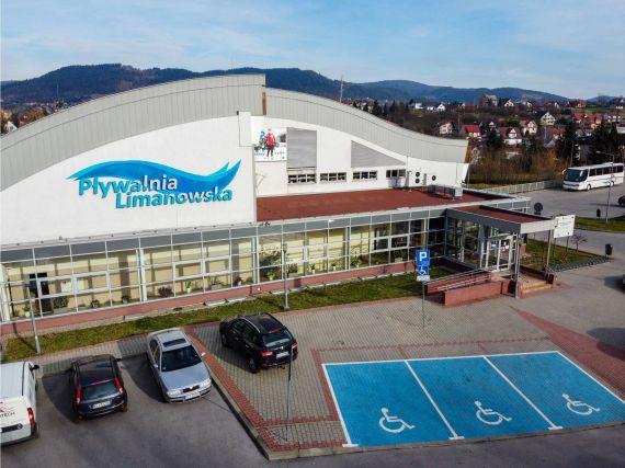 zdjęcie przedstawiające budynek Pływalni Limanowskiej