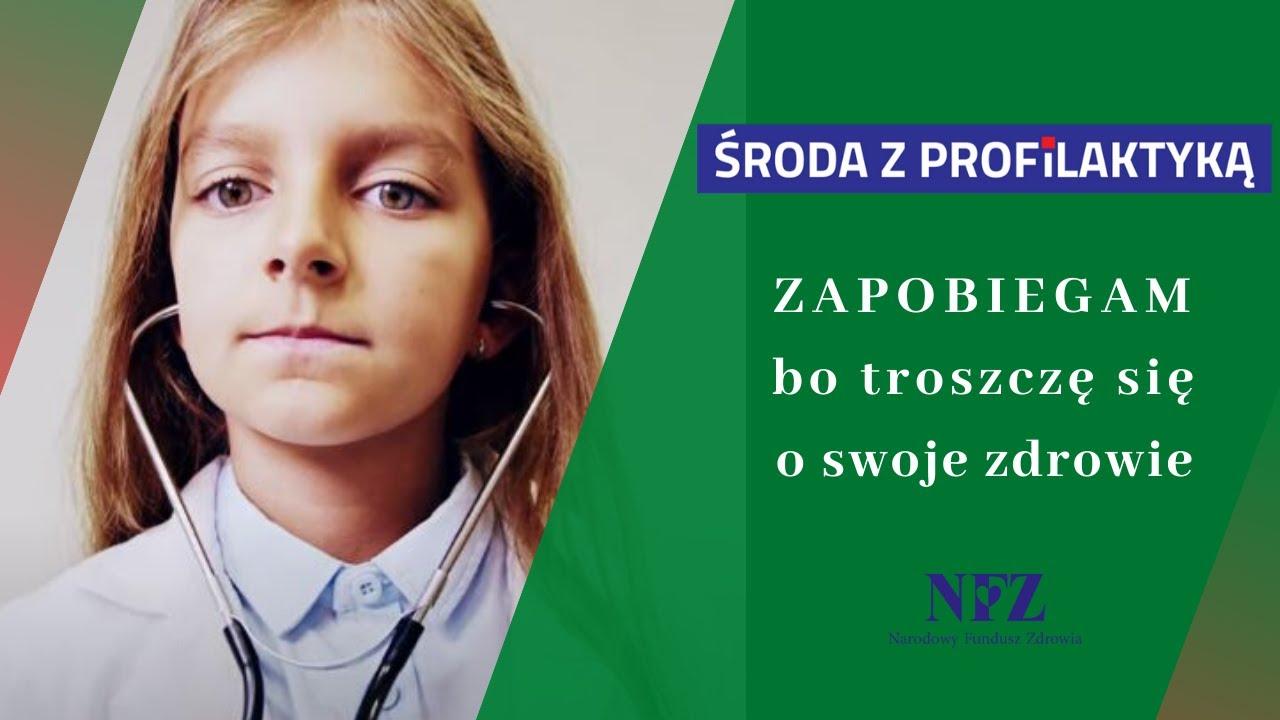 Środa z profilaktyką - plakat. Zapobiegam bo troszcze się o swoje życe. Mała dziewczynka z lekarskim stetoskopem w uszach.