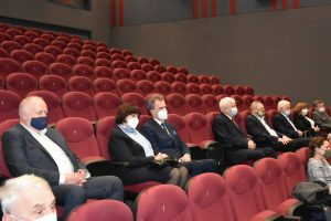 Starsota Limanowski Mieczysła Uryga wraz z żoną w Limanowskim Domu Kultury podczas słuchania koncertu patriotycznego