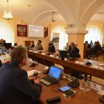 Radni Powiatu Limanowskiego obradujący podczas XVI Sesji Rady Powiatu Limanowskiego