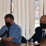 Wiceprzewodniczący Rady Powiatu Limanowskiego - Józef Pietrzak i Jan Więcek podczas XVI Sesji Rady Powiatu Limanowskiego