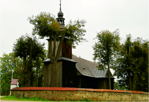 Kościół w Męcinie - zdjęcie z zewnątrz