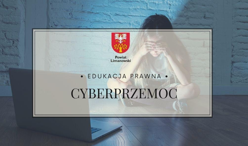Plakat -edukacja prawna - cyberprzemoc. Dziewczyna siedząca na podłodze przed laptopem..ałoniętymi rękami oczami. Zasłania dłońmi oczy, prawdopodobnie płacze.