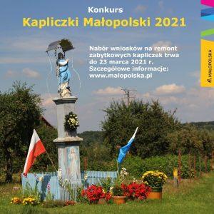 Konkurs Kapliczki Małopolski 2021- plakat informującay. Zdjęcie małej kapliczki na polanie.