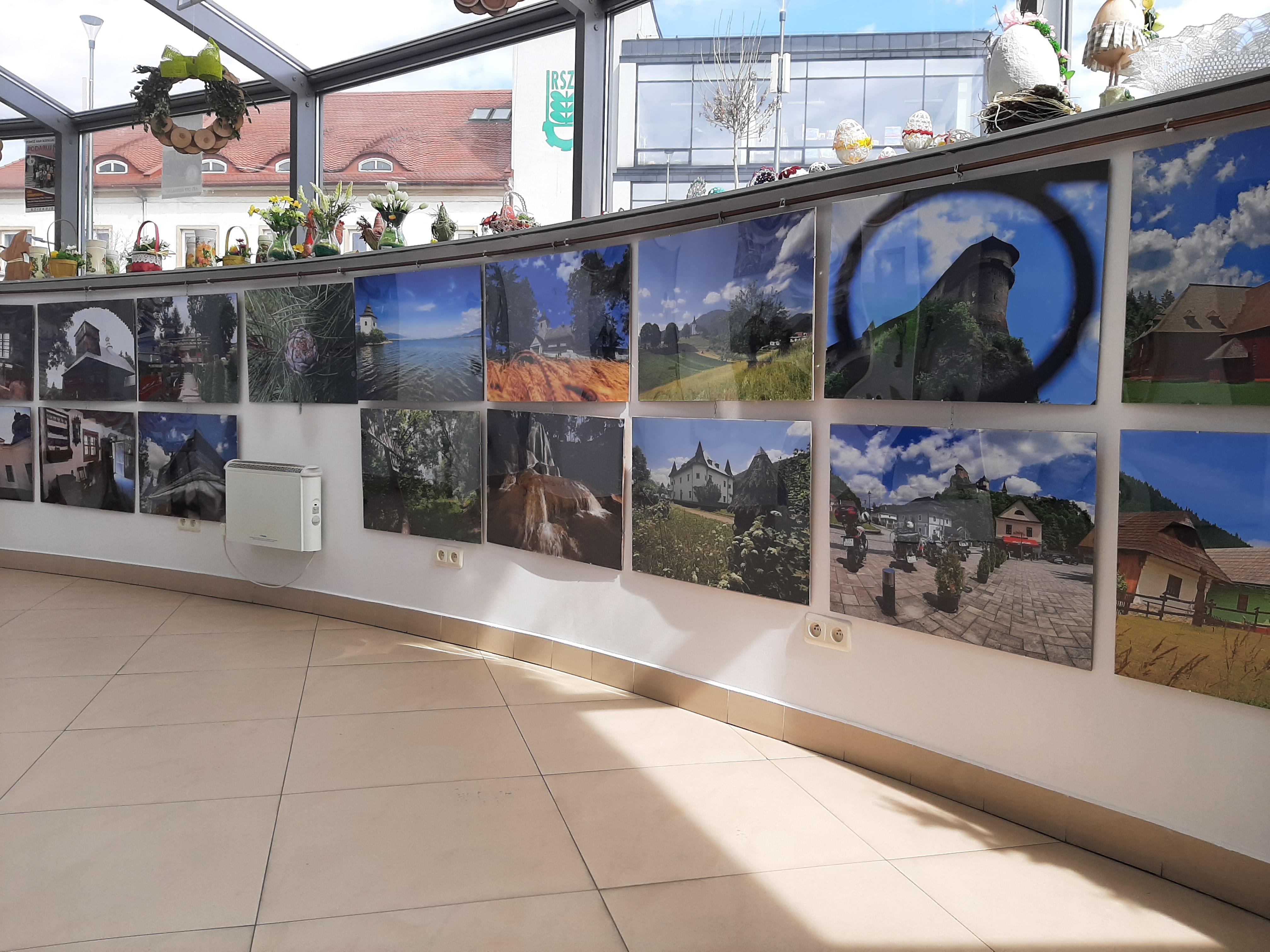 wystawa prac w Powiatowym Centrum Informacji Turystycznej