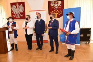 XVII Sesja Powiatu Limanowskiego. Wręczenie wyróżnień dla zaslużonych w kulturze