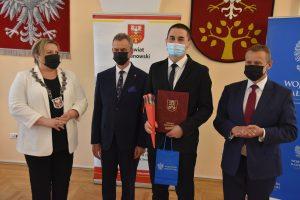XVII Sesja Powiatu Limanowskiego. Wręczenie wyróżnień dla zaslużonych w sporcie