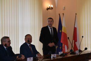 Przewodniczacy Konwentu Wójtów i Burmistrzów - wójt Gminy Kamienica podczas obrad