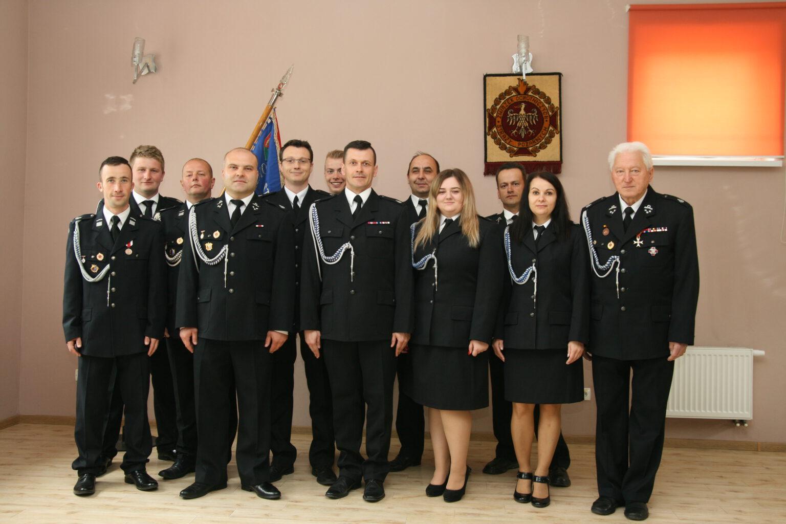 Zdjęcie przedstawiające nowowybrany zarząd OSP Limanowa