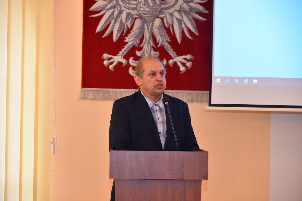 Stefan Hutek - radny powiatowy podczas przemówienia