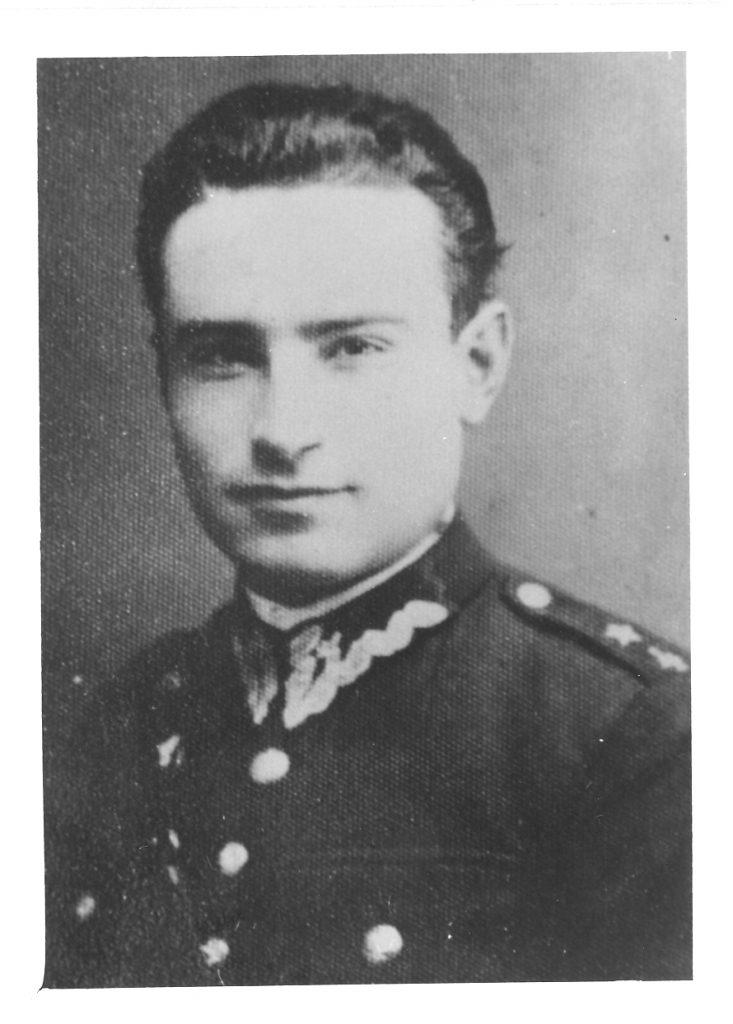 Stara fotografaia przedstawiająca portretowe zdjęcie kapitana Tadeusza Paolone